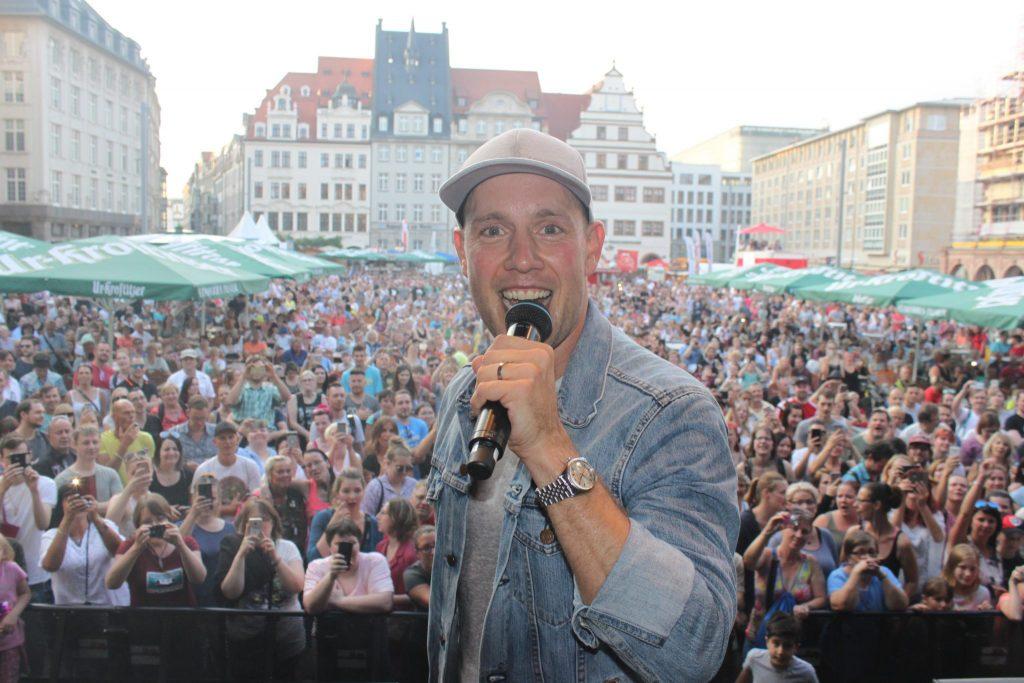 Fröhliche Selfie Party Mit Oli P Auf Dem Markt Leipziger Stadtfest